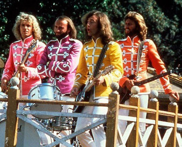 S15: E6: Sgt. Pepper's Lonely Hearts Club Band – Starring Peter Frampton & the Bee Gees